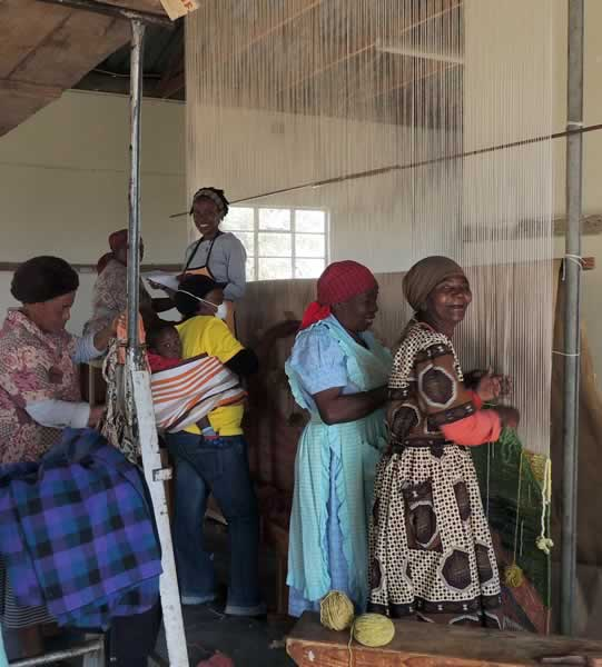 Group of Mapusha Weavers Weaving Together